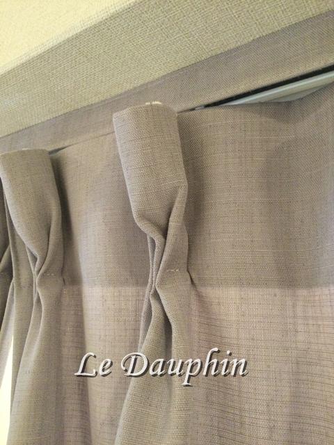 ▲カーテンレールに取り付けたカーテン共布生地