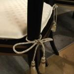 ▲椅子とセットされたチェアタイタッセル付きのシートクッション