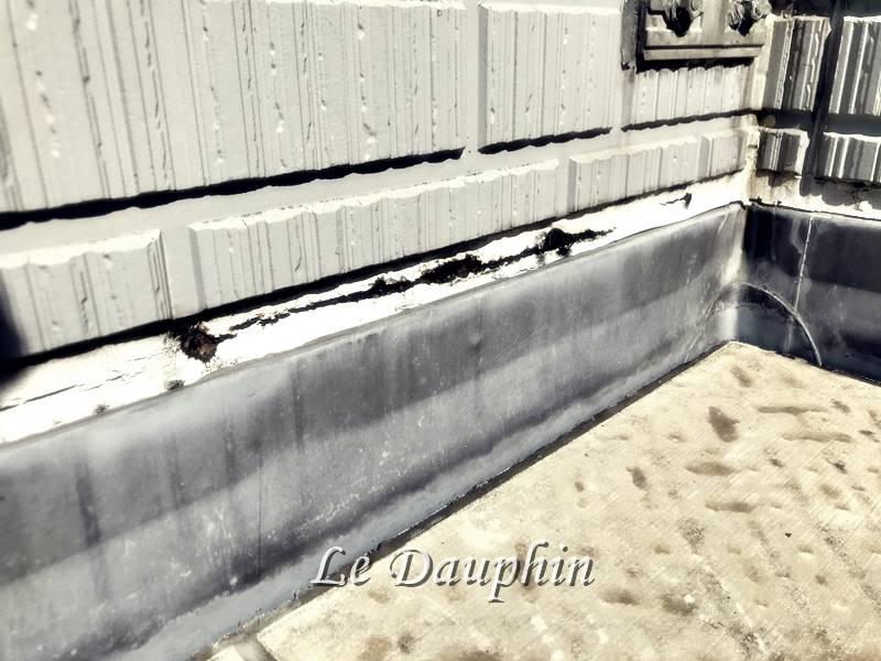 ▲シートと壁のジョイント部分の劣化