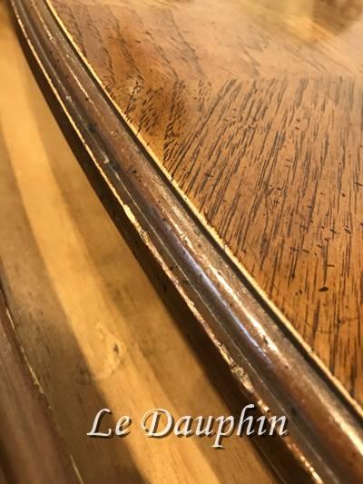 ▲ドレクセルテーブル 黒い斑点がスパッタリング加工