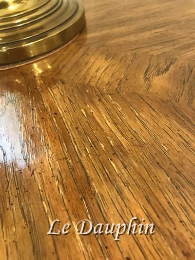 ▲ドレクセルテーブルの塗装の状態