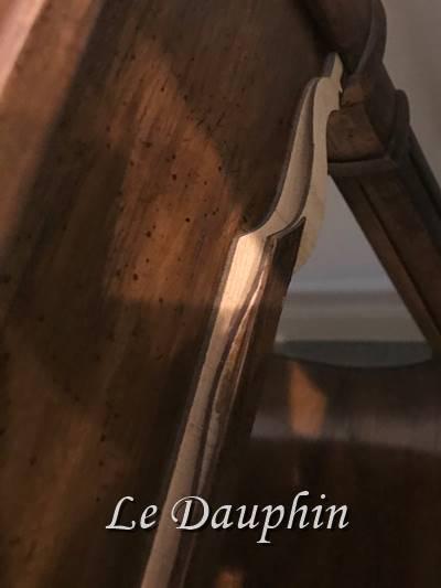 ▲ドレクセルテーブル側面装飾割れの状態